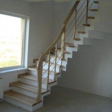 Laiptai ant betoninės konstrukcijos su nerūdijančio plieno horizontaliais strypeliais BE 19