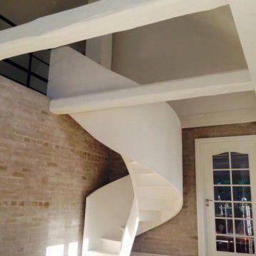 Balti laiptai su medinėm laikančiom sijom ME 05