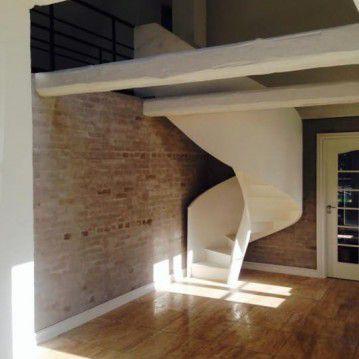 Balti laiptai su medinėm laikančiom sijom ME 06
