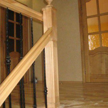 Laiptai su medinėm laikančiom sijom ME 12