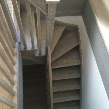 mediniai laiptai su medinėm laikančiom sijom ME 26