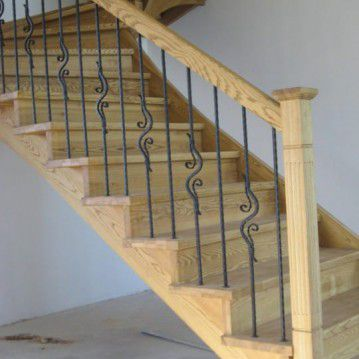 Mediniai laiptai su posūkiu ME 29