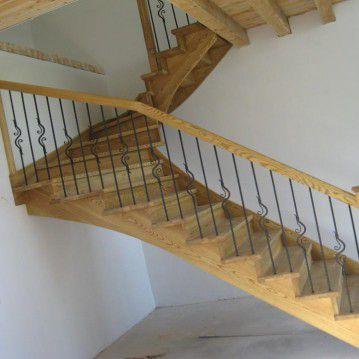 Mediniai laiptai su posūkiu ME 31