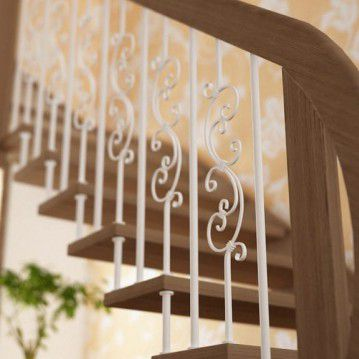Sąvaržiniai laiptai su dekoruotais šviesiais turėklais SA 03