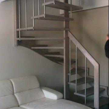 Sąvaržiniai išlengvinti laiptai su karpyta sija SA 32