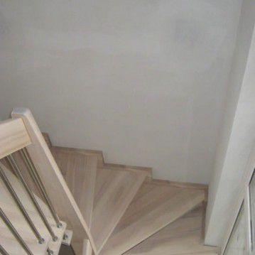 Sąvaržiniai išlengvinti laiptai su karpyta sija SA 33