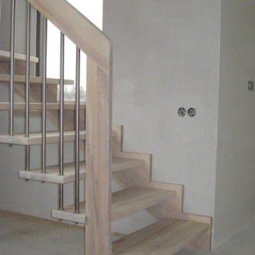 Sąvaržiniai išlengvinti laiptai su karpyta sija SA 34