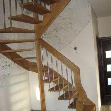 Ąžuolo medžio išlengvinti sąvaržiniai laiptai SA 69