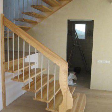 Ąžuolo medžio išlengvinti sąvaržiniai laiptai SA 70