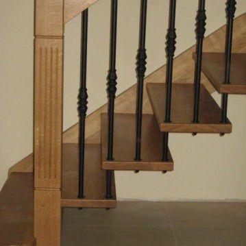 Ąžuoliniai sąvaržiniai išlengvinti laiptai SA 76