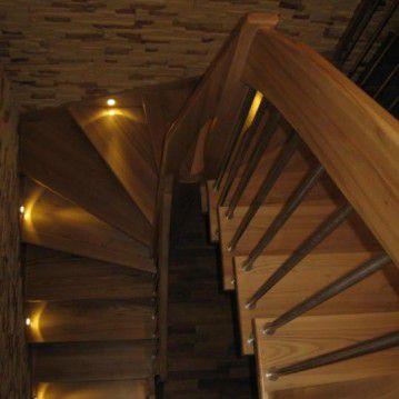 Išlengviti sąvaržiniai laiptai su apšvietimu SA 81
