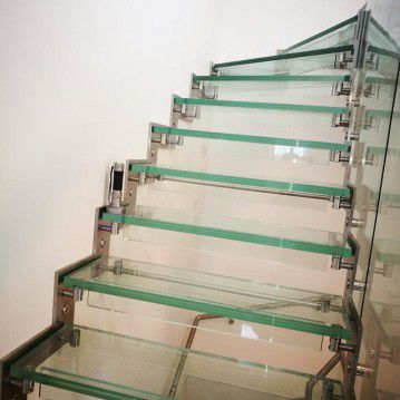 Stikliniai laiptai su nerūdijančio plieno turėklu ST 09