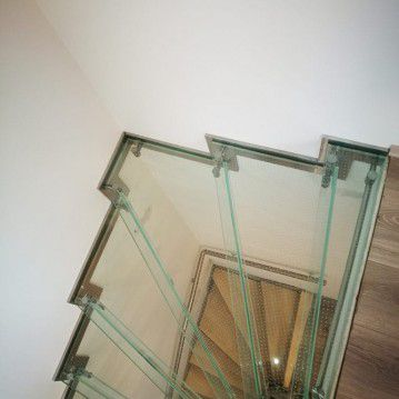 Stikliniai laiptai su nerūdijančio plieno turėklu ST 12