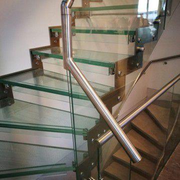 Stikliniai laiptai su nerūdijančio plieno turėklu ST 16