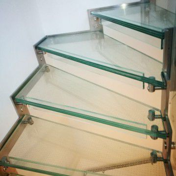 Stikliniai laiptai su nerūdijančio plieno turėklu ST 21