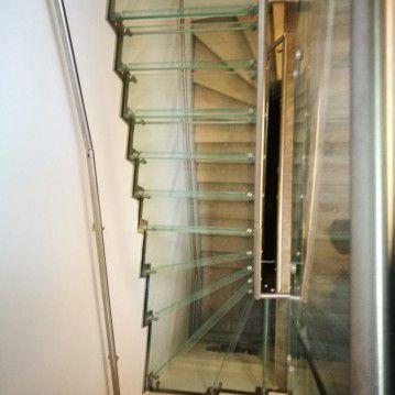 Stikliniai laiptai su nerūdijančio plieno turėklu ST 26