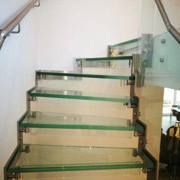 Stikliniai laiptai su nerūdijančio plieno turėklu ST 32