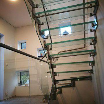 Stikliniai laiptai su nerūdijančio plieno turėklu ST 39