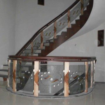 Laiptai su stiklo elementais ST 42