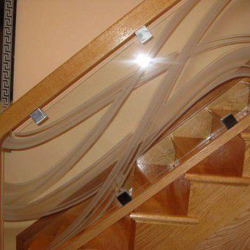 Mediniai laiptai su stikliniu turėklu ST 44