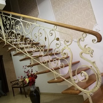 Laiptai ant metalinės konstrukcijos MT 60