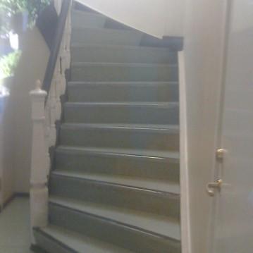 Laiptai ant medinės konstrukcijos ME 48