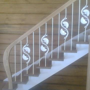 Laiptai ant medinės konstrukcijos ME 50